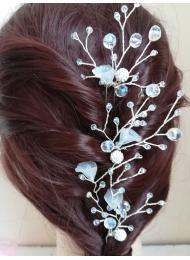 Дизайнерски фуркети за украса на сватбена прическа модел Lilly of the Valley с кристали Сваровски в бяло
