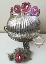 Дизайнерски комплект корона с розови кристали и медальон в луксозна кутия Rose Topaz