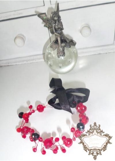 Кристална ръчно изработена гривна в черно и червено серия Carmen