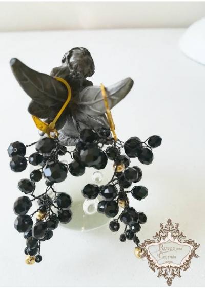 Нежни дизайнерски обици с черни кристали модел Black and Gold by Rosie