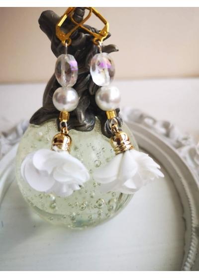 Обици с цветя, Сваровски кристали и перли в бяло White Lilly