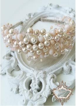 Нежна дизайнерска диадема с перли и кристали в много светло розово Iced Rose by Rosie
