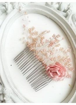 Нежен дизайнерски гребен за украса на коса с роза от сатен и мъниста Прециоза в розово модел Delicate Rose by Rosie