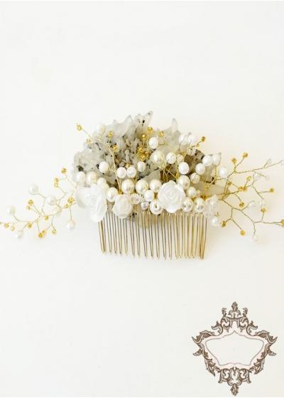 Булчински гребен за коса с кристали и перли Сваровски и розички в бяло модел Roses and Gold by Rosie