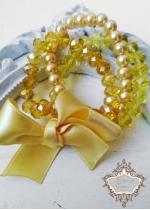 Блестящ и красив комплект гривни от Сваровски кристали и стъклени перли в жълто