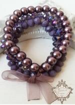 Дискретен и нежен комплект гривни от Сваровски кристали и стъклени перли в лилаво