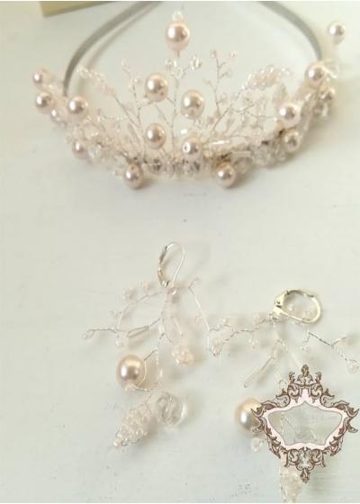 Дизайнерска сватбена тиара и обици в цвят розова пудра Rose Blush by Atelier Roses and Crystals