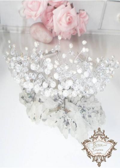 Нежна дизайнерска тиара с бели перли и кристали Winter Queen by Rosie